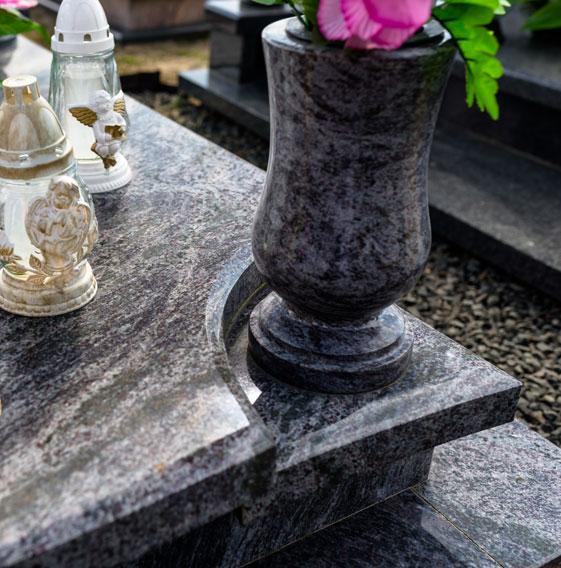 Tout type de monuments funéraires à Sully-sur-Loire